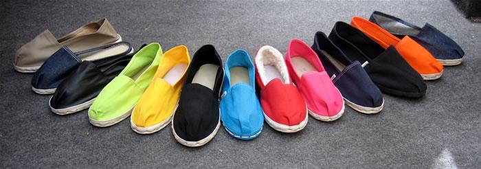 A Alpargata é um calçado feito de corda e tecido, obviamente que essas lançadas para o verão não serão autênticas e virão cheias de frufrus.