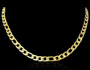 Não importa se você ganhou da sua mãe, da sua avó ou da sua madrinha. Não importa se é uma joia de família e é praticamente um amuleto da sorte. A menos que você seja bicheiro, jamais use uma corrente. E se for dourada, jamais ao quadrado.