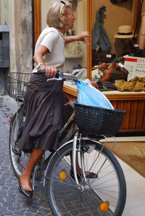 Não tem idade para pedalar e se vestir bem!