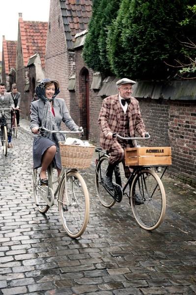 Prender o chapéu com um lenço é o ápice da elegância bikesística! <3